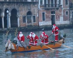 Santas in Venice