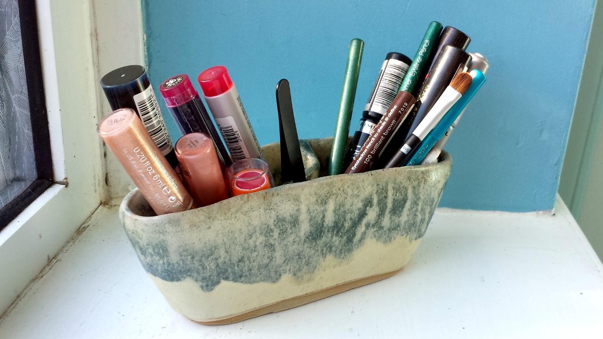 make-up-pot