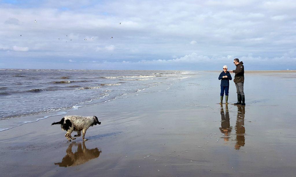 mum-john-daisy-ainsdale-beach