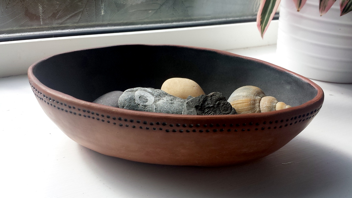 shallow-oval-bowl-with-shells